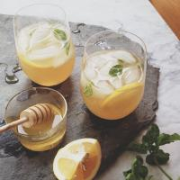 whiskey honey lemonade best cocktails honey cocktails2