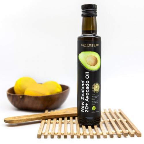 New Zealand avocado oil with lemons2
