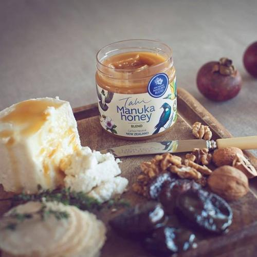 manuka honey with cheese and figs 2