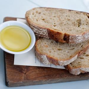bread and Rangihoua Extra Virgin Olive oil at the Oyster Inn 2